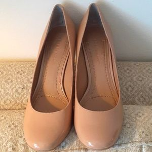 BCBGeneration Size 9 Beige Heels with Rounded Toe